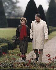 President Ronald Reagan walks with Nancy in Geneva Switzerland 1985 8x10 Photo