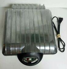 VillaWare UNO Classic 4 Square Belgian Waffle Iron Maker Waffler #2001C Chrome