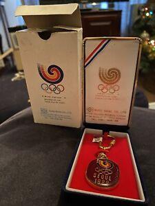 Beautiful Rare Seoul 1988 Olympics Boxed Keyring South Korea Gold Colour