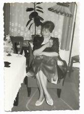 Altes Foto, old photo, Snapshot, hübsche Frau, woman, vintage Mode, Beine