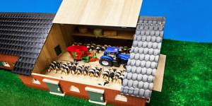 KIDS GLOBE 1:32 SCALE FARMHOUSE WITH FARM BUILDING 610111
