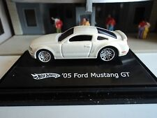 HOT WHEELS  2005  FORD  MUSTANG  GT  CREAM / WHITE  1/87  HO CAR    DIE CAST