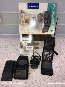 Vintage MOTOROLA MicroTAC/650e Flip Cell Phone Retractable Antenna