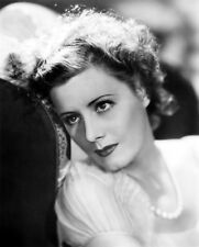 Irene Dunne UNSIGNED photo - D540 - GORGEOUS!!!!!