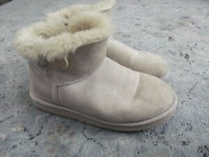 Women's UGG Bailey Button cream boots Sz. 9