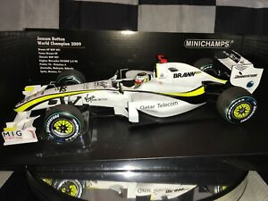 1:18 Minichamps #150090022 Jenson Button Brawn GP BGP001 World Champions 2009