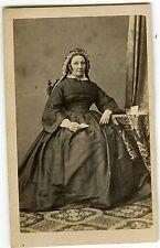 PHOTO CDV 1860 LIMOGES MARTIN - une femme pose vintage albumen papier à la main