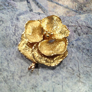 Vintage Famous Tiffany & CO Beautiful 18K Yellow Gold Garden Rose Broach