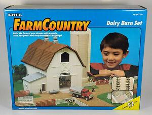 1995 Ertl Farm Country Dairy Barn Set 1:64 Scale Model Cows Silo Fence In Box
