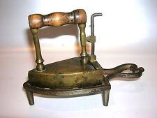 Biedermeier Messing Kinderbügeleisen mit Ständer ca. um 1840