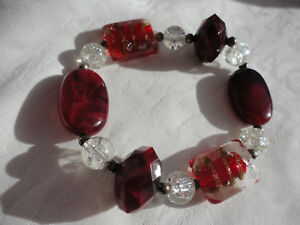 Silver-plated spacers deep red clear acrylic + glass 28 gram stretch bracelet