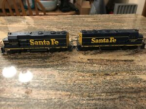 Athearn HO EMD GP35 Santa Fe Diesel Pair, 1 Powered, 1 Dummy