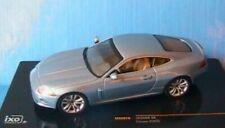 Voitures de sport miniatures bleus Jaguar
