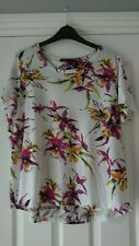 SIZE 18/20 DIP HEM CASUAL TOP FROM M&S, FLORAL WHITE MIX.VGC