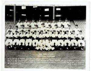 NEW YORK YANKEES ~ 1952 Team Photo, Glossy 8x10 ~ Mantle, Berra ++