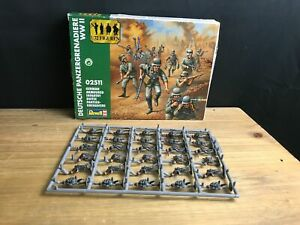 INCOMPLETE REVELL  02511 FIGURE SET 1:72 GERMAN ARMOURED INFANTRY SET 30 FIGURES