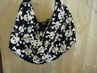 FASHION SKULL & CROSS BONE DESIGN EMO PUNK LADIES HANDBAG FAUX LEATHER FREE P&P