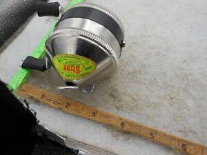 VINTAGE ZEBCO 33 SPINCASTING Fishing Reel  METAL FOOT USA EXCELLENT SHAPE