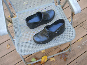 DANSKO Tooled Leather Professional Stapled Clogs 9/39