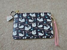 Wild Thoughts Swan beauty bag, make up, cosmetics.