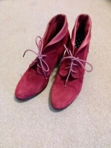 Women's Bresley Size 39 Maroon Shoes like new
