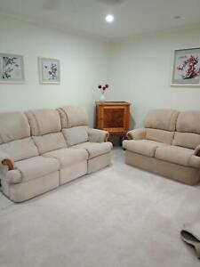 Lounge Suite, 5 seater with 2 recliners, Very Good Condition