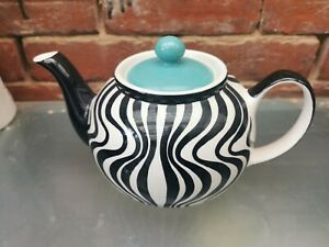 STUNNING WHITTARDS HAND PAINTED BLACK & WHITE LARGE 2 PINT TEAPOT WITH BLUE LID