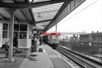 PHOTO  1990 PICCADILLY RAILWAY STATION MANCHESTER AT PLATFORM 14 A CLASS 304 UNI