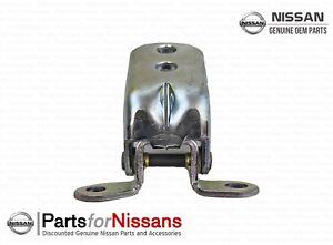 Genuine Nissan 2000-2002 Maxima Door Hinge Assembly 82421-2J00A