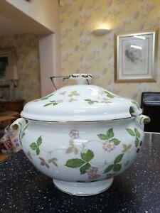 Wedgwood WILD STRAWBERRY large soup tureen