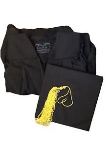 """Master Graduation Gown Matte, Hood And Cap, 5'3""""-5'5"""". Oak Hill Green Weaver"""