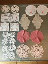 16 vintage centrini ricamati a mano crochet doily COPPIE 14-19 cm abbastanza floreale