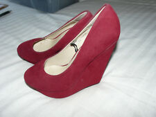 LOVELY WEDGE HEELS BY FIORE IN SIZE 4