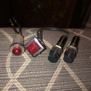 lot of 4 indicator lights dialco 1050n1
