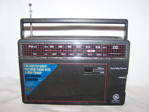 Vintage General Electric AM / FM 2 Way Power Portable Radio 7-26600 Tested Works