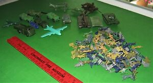 BIG LOT OF VINTAGE AIRFIX AND OTHER H/O/ SCALE WW2 FIGURES AND VEHICLES