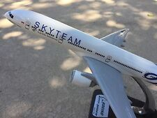 "B777-300ER Garuda Indonesia ""SKYTEAM"" Aircraft Model 1:200scale"