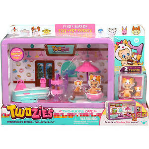 Twozies Two Playful Cafe  Playset w/ 2 Exclusive Twozies Shadow Box Scene NEW!