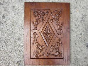 panneau en chêne sculpté .Haute epoque,bois sculpté,boiserie,élément décoratif.