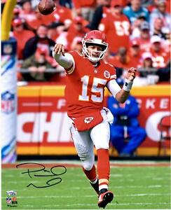 "Patrick Mahomes Kansas City Chiefs Autographed 16"" x 20"" On The Run Photograph"