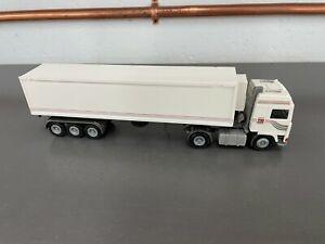 Conrad 1:50 Volvo F10 Globetrotter 3 Axle Reefer
