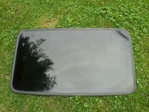 2002 - 2009 CHEVY TRAILBLAZER SUNROOF GLASS OEM
