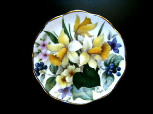 Fenton English Bone china  Butter Pat DAFFODILS~Sweet