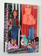 Barbie Puppe mit drei Outfits und Accessoire, Barbie Fashionistas Style Puppe,