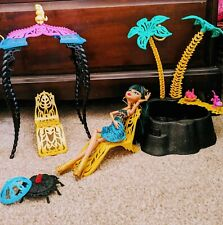 Monster High- Cleo De Nile doll and Desert Frights Oasis Playset-Great condition
