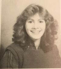 Julia Roberts Inscribed and Signed 11th Grade High School Yearbook