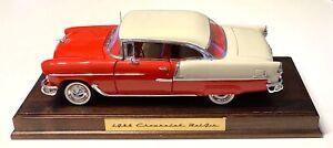 DANBURY MINT 1955 CHEVROLET BEL AIR HARDTOP WITH WOODEN BASE - 1:16