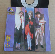 """DISQUE 45T DE THOMPSON TWINS  """" KING FOR A DAY """""""