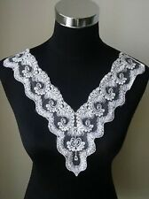 White Wedding Embroidery Flower Lace V-neck Collar Appliques (V0040)