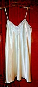 New Christian Dior Ivory Satin Embroidered Short Nightgown - Medium